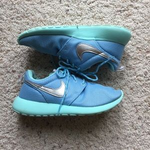 Authentic Nike Roshes